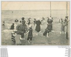 14 VILLERS-SUR-MER. Maître Nageur Tout Habillé Et Baigneurs 1909 - Villers Sur Mer
