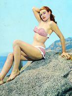 ITALIA Lago Di Garda Brescia Salò PIN-UP Italie Baigneuse Sur Un Rocher SIXTIES Italy Bathing Beauty On A Rock 1964 - Chanteurs & Musiciens