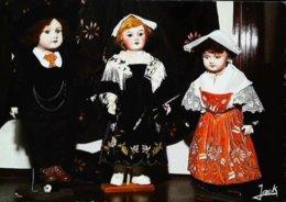Carte Postale Poupée Doll  Costume Auray Musée Nicolazic - Poupées