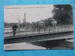 17 : ROCHEFORT : Le PONT TOURNANT Et L'ENTREE Du BASSIN No:2 , C.P.A. , En Bon état - Rochefort