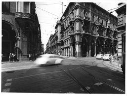 "01611 ""TORINO - ANNI '60 -  VIA PIETRO MICCA ANGOLO VIA XX SETTEMBRE"" ANIMATA, AUTO. FOTO ORIG. - Lieux"