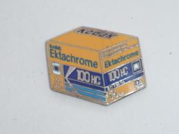 Pin's KODAK, PELLICULE EKTACHROME 100 HC - Fotografie