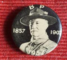 Scout Robert Baden Powell, BP 1857-1907-1957. Badge / Pin / Brooch - Scoutismo