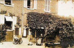 Photo Maison Bourgeoise Avec Soubrette - (Maid) Vers 1900 - FRANCE - Professions