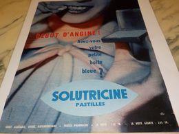 ANCIENNE PUBLICITE MEDICAMENT DEBUT D ANGINE BOITE BLEUE SOLUTRICINE 1957 - Autres