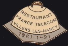 65965- Pin's- France-telecom.Orange.Telephone..Restaurant Villers Les Nancy.signé Béraudy Vaure. - France Telecom