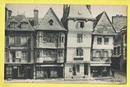 * Lannion (Dép 22 - Cotes D'Armor - France) * (ND Phot, Nr 256) Vieilles Maisons XVI Siècle, Place Du Centre Chapellerie - Lannion