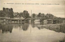 Nantes * Pendant Les Inondations * Le Quai De Versailles Et La Passerelle * Bateau Lavoir * 1904 - Nantes