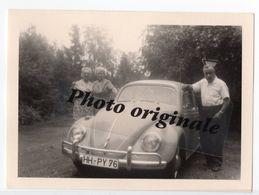 Photo Originale 1963 Autos Voitures Automobiles Cars - Volkswagen VW Coccinelle Käfer Beetle - 2 Femmes Et 1 Homme - Automobili