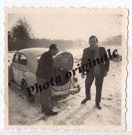 Photo Originale 1963 Autos Voitures Automobiles Cars - Volkswagen VW Coccinelle Ovale ? Käfer Ovali ? Beetle - Hommes - Automobili