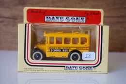 VEHICULE BOITE D ORIGINE - MODELS OF DAYS GONE BY LLEDO - UN  BEAU SCHOOL BUS ET SES PERSONNAGES  - MADE IN ENGLAND N°28 - Antikspielzeug