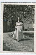 Belle Femme En Robe De Princesse 1948 - Personnes Anonymes