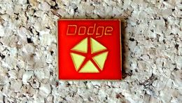 Pin's Dodge Logo - Verni époxy - Fabricant Inconnu - Otros