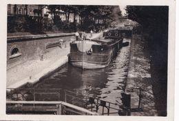 Péniche Madon Canal St Martin / Ourq à Paris - Personnes Anonymes