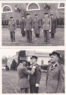 PHOTO MILITAIRE COMPIEGNE CASERNE PHOTO HUTIN REMISE DECORATION 2 PHOTOS - Guerre, Militaire