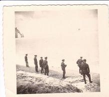 PHOTO ORIGINALE 39 / 45 WW2 WEHRMACHT FRANCE ETRETAT SOLDATS ALLEMANDS DEVANT LA FALAISE - Guerre, Militaire