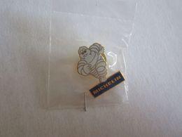 Pin's Pin S Michelin Bibendum - Marques