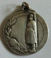 Médaille F.N.A.P.C Fédération Nationale Des Anciens Prisonniers De Guerre Signé H. Bargas 23mm Métal Argenté - Frankreich