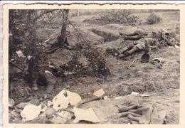 PHOTO ORIGINALE 39 / 45 WW2 WEHRMACHT FRANCE LA GUERRE EST PERDUE SOLDATS FRANCAIS MORT AU COMBAT - Guerre, Militaire