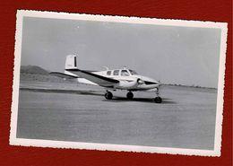 Photo Aéroport,petit Avion En Afrique - Aviación