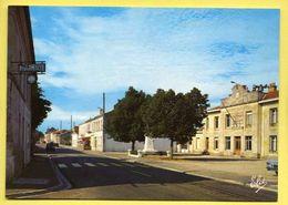 33 Saint Aubin De Blaye La Mairie Et Le Monument Aux Morts ( Pharmacie )  Elce 3522 - Monuments