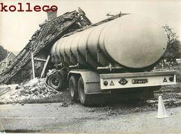 ACCIDENT CAMION CITERNE A BORNERBROEK NEDERLAND HOLLAND CRASH TRUCK CAR PHOTO - Cars