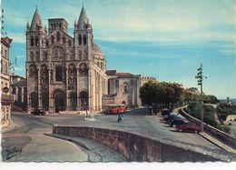 Angoulême Animée La Cathédrale St-Pierre Bus Autobus Car Autocar Voitures - Angouleme