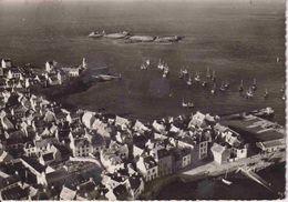 29 ILE DE SEIN Vue Générale Avant-port Et Partie Sud-est Du Bourg, Ile Du Nerrot Où Se Trouve Le Rocher Du Cochon - Ile De Sein
