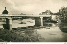 PHL Photo Cpsm 51 EPERNAY. Pont De Marne 1950 Et Péniche à Cheminée Rabattable - Epernay