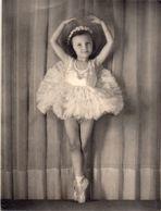 2 Photos Petite Danseuse Des Années 1950-60, Pipriac 18 X 24 Cm - Personas Anónimos