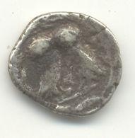 MONNAIE GRECQUE ARGENT A 2 CHOUETTES A IDENTIFIER POIDS 2 GRS Diamètre 12mm - Griechische Münzen
