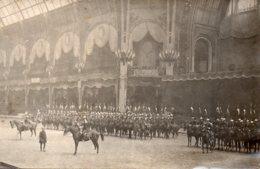 Carte Photo Cérémonie Militaire, La  Garde Républicaine Au Grand Palais - Guerre, Militaire