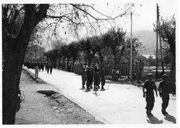 ALGERIE 1955 / Défilé Militaire Blida / Photo S.C.A 55/51/R8 - Guerre, Militaire
