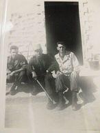 ALGERIE 1955 Tilizane. Groupe De Soldats - Guerre, Militaire
