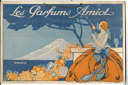Plaque Publicitaire Carton LES PARFUMS AMIOT - PARIS     Années 1920/30  Avec Son Attache De Suspension.    16.5 X 25 Cm - Paperboard Signs