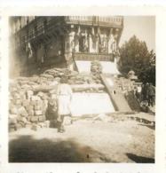 LIBERATION DE PARIS 25 AOUT 1944 LA DEFENSE ET  LA RUE DE BELLEVILLE PHOTO ORIGINALE 6 X 6 CM - Guerre, Militaire