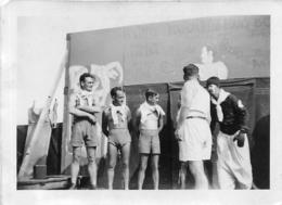 GUERRE 39/45 CAMP DE VOVES INTERNES POLITIQUES ET RESISTANTS  FETE HUMA 1943 PHOTO ORIGINALE  9 X 6.50 CM - Krieg, Militär