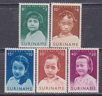 Surinam N° 385 / 89  XX , Au Profit De L'enfance, La Série Des 5 Valeurs Sans Charnière, TB - Suriname ... - 1975