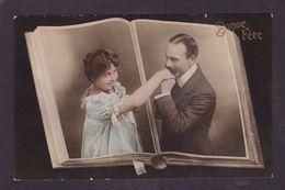 CPA Surréalisme Montage Photo Femme Women Circulé - Photographs