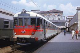 Reproduction D'une Photographie D'un Autorail OM En Gare à Turin En Italie En 1973 - Riproduzioni
