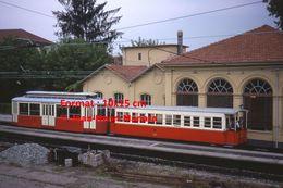 Reproduction D'une Photographie D'un Train Chemin De Fer à Crémaillère Superga En Gare à Turin En Italie En 1976 - Riproduzioni