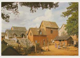 MADAGASCAR - Village Des Hauts Plateaux - Photo HOA QUI - CPM Couleur - Madagascar