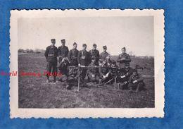 Photo Ancienne D'un Soldat Français - Manoeuvre D'un Bataillon De Chasseurs à Identifier - Mitrailleuse Arme Uniforme - Krieg, Militär