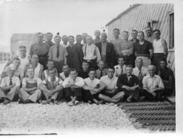 GUERRE 39/45 CAMP DE VOVES 07/1943 INTERNES  POLITIQUES ET RESISTANTS AVEC LES NOMS AU VERSO PHOTO 11.50 X 9 CM - Krieg, Militär