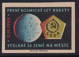 Czechoslovakia Space Weltraum Espace: Matchbox Labels: Luna 2; Reach The Surface Of Moon For The First Time - Matchbox Labels