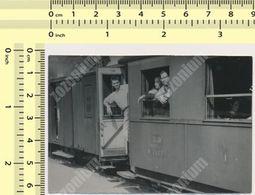 REAL PHOTO Yugoslavia Yougoslavie JZ Train Railway Station, People, ORIGINAL VINTAGE SNAPSHOT PHOTOGRAPH - Trenes