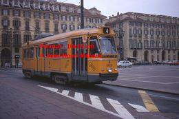 Reproduction D'une Photographie D'un Tramway Orange Ligne 4 Circulant à Turin En Italie En 1977 - Riproduzioni
