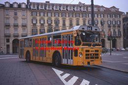 Reproduction D'une Photographie D'un Bus Fiat Orange Ligne 64 Circulant à Turin En Italie En 1977 - Riproduzioni