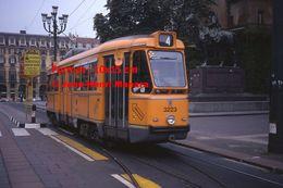Reproduction D'une Photographie D'un Tramway Orange Ligne 4 Quittant Un Arrêt à Turin En Italie En 1977 - Riproduzioni