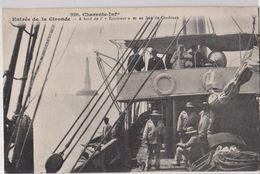 CPA Estuaire De La Gironde (17)  Bateau  A Bord De L'Eclaireur , En Face Du Phare De Cordouan Rare 2098 - France